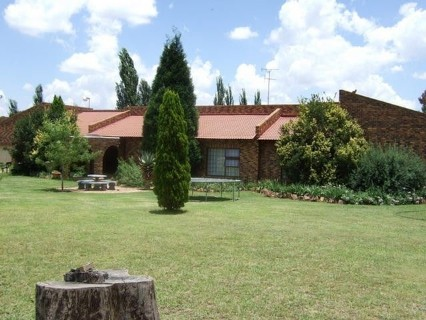 R 3,100,000 - 4 Bed Farm For Sale in Walkerville