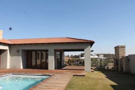 R 5,500,000 - 4 Bed Property For Sale in Vaal Marina