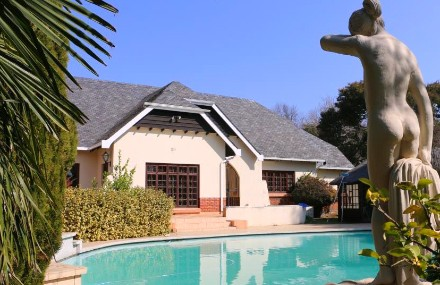 On Auction - 6 Bed House On Auction in Lakefield