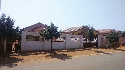 R 500,000 - 3 Bed Property For Sale in Soshanguve