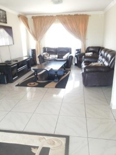 R 750,000 - 2 Bed Property For Sale in Bezuidenhout Valley