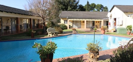 R 8,400,000 - 19 Bed Guest House For Sale in Lambton