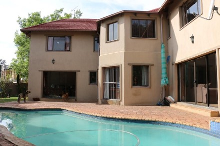 R 2,576,000 - 4 Bed Property For Sale in Lakefield
