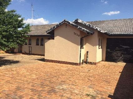R 600,000 - 3 Bed Property For Sale in Lenasia South