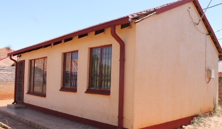 R 350,000 - 2 Bed Property For Sale in Vereeniging