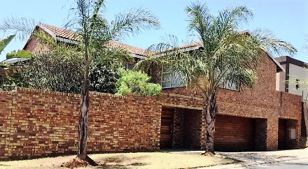 R 2,600,000 - 5 Bed Property For Sale in Glenvista