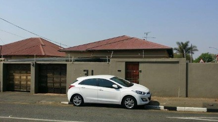 R 800,000 - 3 Bed Property For Sale in Kensington