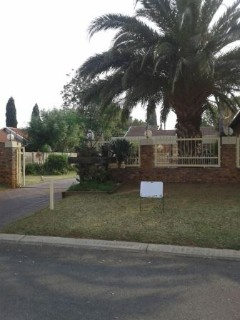 R 1,950,000 - 4 Bed Property For Sale in Sunward Park