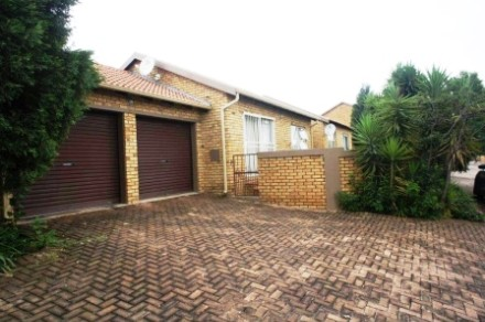 R 850,000 - 2 Bed Property For Sale in Honeydew