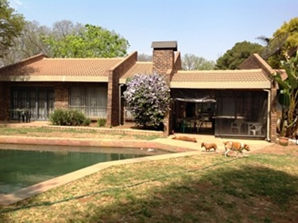 R 2,800,000 - 4 Bed Property For Sale in Lakefield