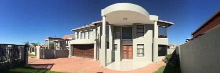 R 4,750,000 - 5 Bed Property For Sale in Greenstone Hill