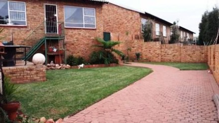 R 820,000 - 2 Bed Property For Sale in Rant-En-Dal