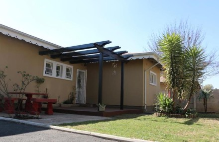 R 990,000 - 3 Bed Property For Sale in Comet