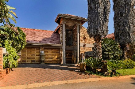 On Auction - 4 Bed Property On Auction in Sunward Park