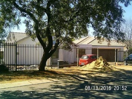 R 1,500,000 - 3 Bed Property For Sale in Heuweloord