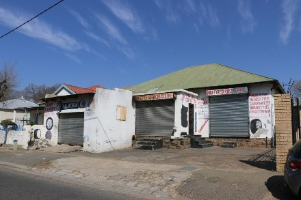 On Auction - 5 Bed Property On Auction in Turffontein