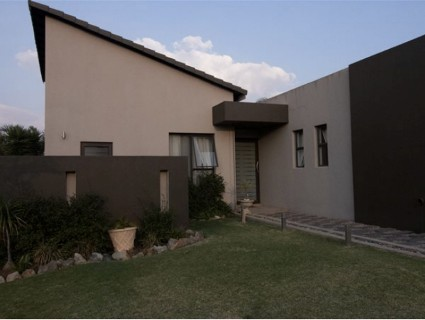R 2,300,000 - 2.5 Bed Property For Sale in Greenstone Hill