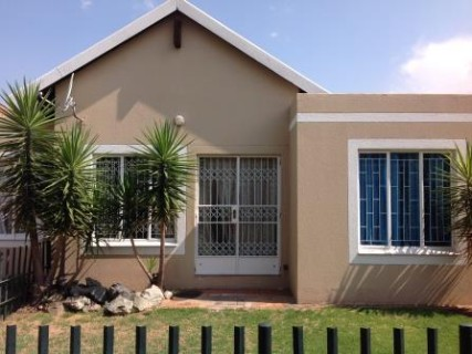 R 620,000 - 2 Bed Property For Sale in Parkdene