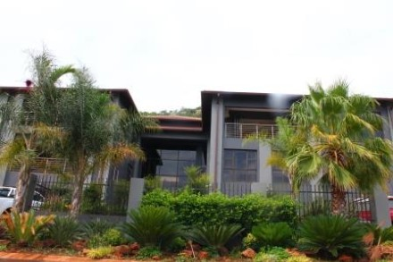 On Auction - 8 Bed Property On Auction in Hartebeespoort Dam