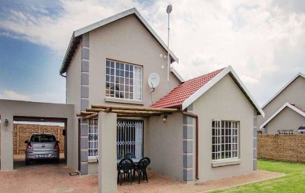 R 950,000 - 3 Bed Property For Sale in Sonneveld