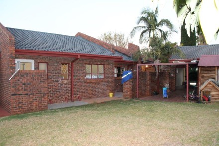 R 1,100,000 - 3 Bed Property For Sale in The Orchards