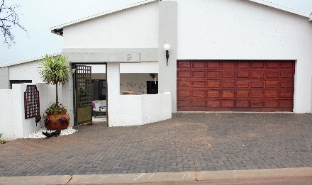 R 2,700,000 - 4 Bed Property For Sale in Boschdal