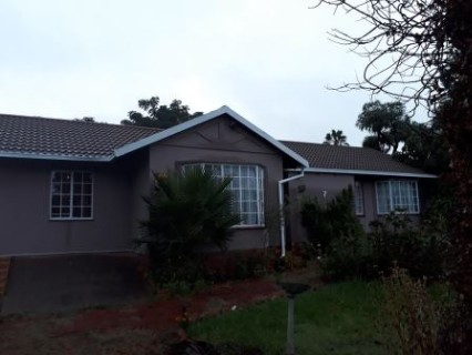 R 1,050,000 - 3 Bed Property For Sale in Heuweloord