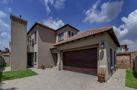 R 1,895,000 - 3 Bed Property For Sale in Sonneveld