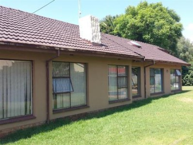 R 950,000 - 4 Bed Property For Sale in Esther Park