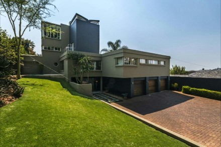 On Auction - 6 Bed Property On Auction in Emmarentia