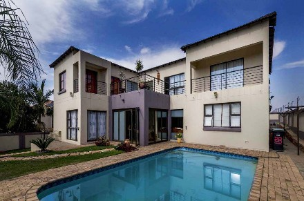 R 3,740,000 - 5 Bed Property For Sale in Boschdal