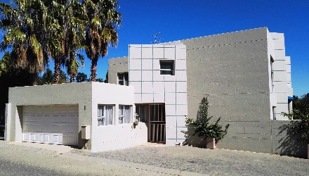 R 2,850,000 - 3 Bed Property For Sale in Sunninghill