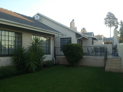 R 2,100,000 - 4 Bed Property For Sale in Fourways