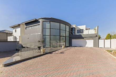 On Auction - 6 Bed Property On Auction in Greenstone Hill