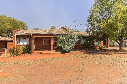 On Auction - 3 Bed Property On Auction in Westonaria