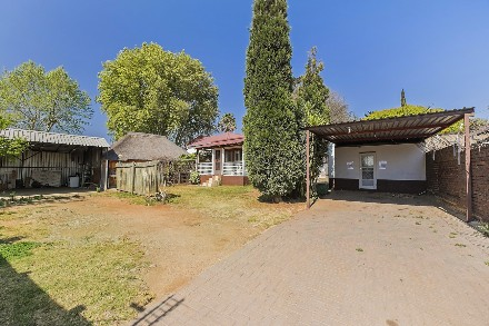 On Auction - 5 Bed Commercial Property On Auction in Greymont