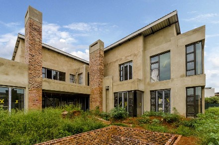 R 3,900,000 - 5 Bed House For Sale in Serengeti Estate
