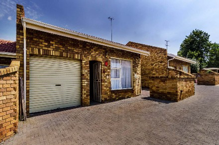 R 895,000 - 3 Bed Home For Sale in Dalpark