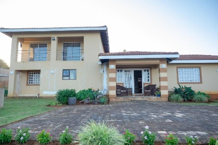 On Auction - 4 Bed Home On Auction in Palm Beach