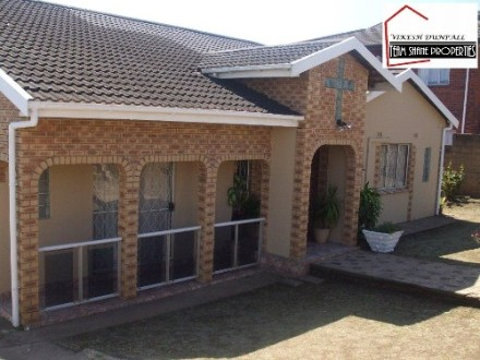 Phoenix Property - This lovely 3 bedroom home is a piece of paradise in the heart of Phoenix.