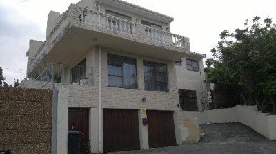 On Auction - 6 Bedroom Property On Auction in Loevenstein, Cape Northern Suburbs, Bellville