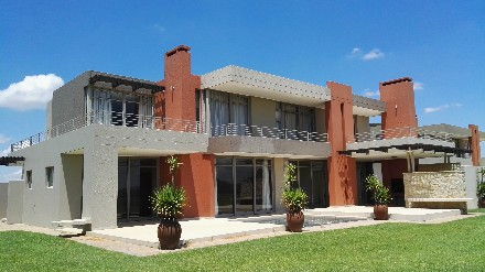 On Auction - 4 Bed Property On Auction in Lochvaal