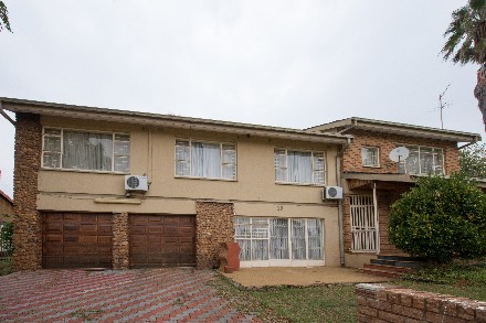 On Auction - 5 Bed Property On Auction in Lenasia