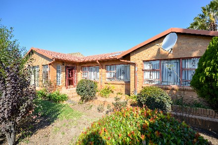 On Auction - 4 Bed Property On Auction in Country View