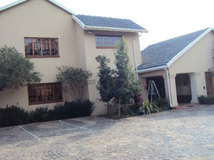Kempton Park Property - Guesthouse Rights! 7 Bedrooms and 7 ensuite bathrooms. House with 3 beds, 2 baths. Stand subdivided with own entrance. Guest House...
