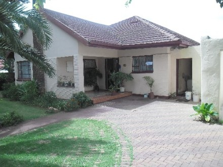 Rhodesfield Property - Family home with 3 beds, 2 baths, kitchen, lounge, study, family room, dining, 1 garage.