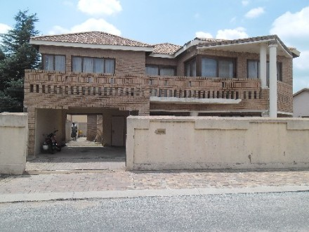 Tembisa Property - Make an offer for this beautiful and magnificent property. Swap deals mostly welcome. when you see it, you will love it. Consists ...