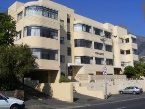 Sea Point Property - Darryn Brick presents a magnificently renovated spacious flat in the heart of Sea Point situated on High Level.
