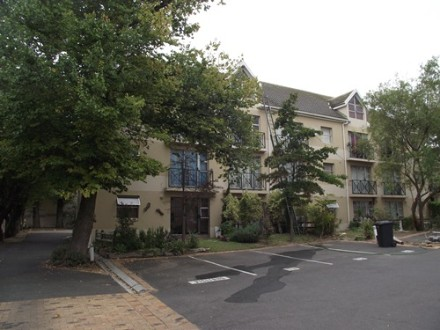 Durbanville Property - Excellent Investment in Central Durbanville! Very neat and spacious 3rd floor apartment in Gated Complex. 2 Carpeted bedroom with ...