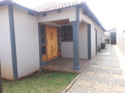 On Auction - 2 Bedroom, 1 Bathroom  House On Auction in Protea Glen